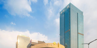 Taubman sells interest in China shopping center to Blackstone