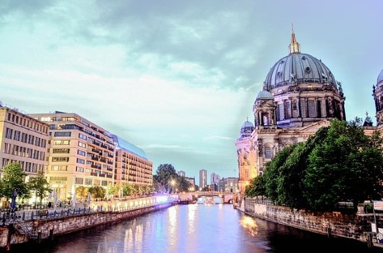 Amazon funds urban greening program to increase climate-resilience of German Cities