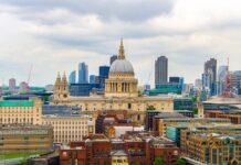 Deka buys office building in London for £220m